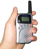 Радиостанция JJ-CONNECT FreeQuency Slim в руке